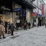 Ανοίγουν τα καταστήματα τη Δευτέρα: Με SMS διάρκειας 2 ωρών οι αγορές – Ανεβάζουν ρολά κομμωτήρια και κέντρα αισθητικής