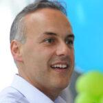 Η ενημερωτική χαύνωση είναι υπηρέτης των συμφερόντων:  Ο Δήμαρχος της Γλυφάδας Γιώργος Παπανικολάου είναι καλύτερα από ποτέ